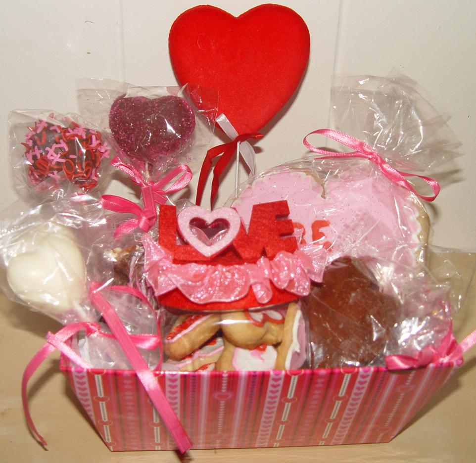 Valentineu0027s Day Gift Basket (medium)